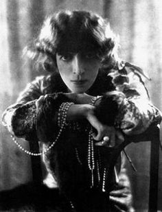 Marchesa Luisa Casati. Photo: Baron Adolph de Meyer, 1912.