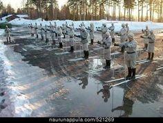 Kun armeijassa hiihdetään niin lumi ei ole välttämättömyys vaan etu. Finnish Army vs. global heating.