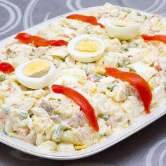 Ensaladilla salade de pommes de terre à l'espagnole – Ingrédients de la recette : 1, 5 à 2 kg de pommes de terre moyennes, 1 grosse boîte de thon, 1 petite boîte de petits pois, 1 boîte de
