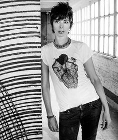 T-shirt Cage  /  merci à Mademoiselle K
