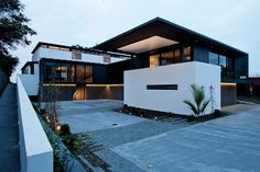 #contemporary #exterior by Daniel Marshall #Architect