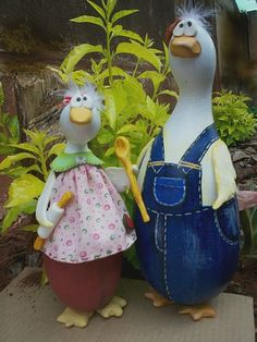 Martha and George Gourd Chicken Crafts, Chicken Art, Light Bulb Crafts, Diy And Crafts, Arts And Crafts, Hand Painted Gourds, Chickens And Roosters, Carving Designs, Gourd Art