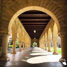 Long corridors of vaulted tunnels at Stanford. Is always nice to see the shadows appear as the day goes by / Long couloirs de tunnels voûtés à Stanford. Il est toujours agréable de voir les ombres apparaître au fil de la journée / Largos pasillos de túneles de arcos en Stanford. Siempre es agradable ver las sombras aparecer mientras transcurre el día. #stanford #stanforduniversity #arches #vaultedtunnels #voutes #arcos #tunelesdearcos #architecture #architectura #shadows #tunnelofshadows…