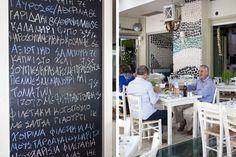 Δεν βρίσκεται σε κάποια χάι παραλία της Αττικής αλλά στην Αργυρούπολη και σερβίρει απίστευτες καβουροδαγκάνες με ψαχνό 300 γραμμαρίων.