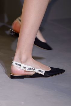 Christian Dior at Paris Fashion Week Spring 2017 Christian Dior Spring 2017 Fall Shoes, Spring Shoes, Winter Shoes, Summer Shoes, Summer Outfit, Cute Shoes, Me Too Shoes, Boy Shoes, Trendy Shoes