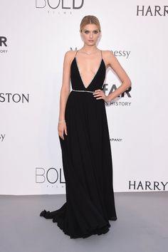 Lily Donaldson en robe Saint Laurent par Hedi Slimane