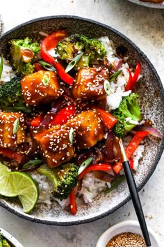 Orange Tofu is the vegan version of the signature Panda Express dish, Orange Chicken. Featuring crispy tofu tossed in sticky-sweet orange chili sauce with sautéed veggies and rice. Enjoy this 30 minute meal for make-ahead lunches or easy weeknight dinners. #tofurecipes #tofubowls #sweetandsourtofu #veganrecipes