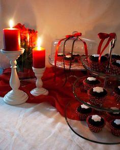 Τραπέζι ευχών με cup cakes σοκολάτας