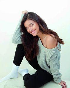 Liza Soberano (Philippines/US) Most Beautiful Faces, Beautiful Asian Girls, Liza Soberano Photoshoot, Lisa Soberano, Filipina Actress, Filipina Beauty, Young Actresses, Cute Beauty, Gal Gadot
