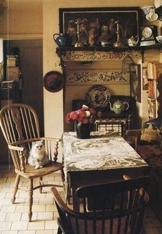 Look into these marvelous techniques intended for old-fashioned English Cottage Kitchens, English Cottage Interiors, English Cottages, English Village, Cottage In The Woods, Cottage Style, Wooden Cottage, English Country Style, Country Farmhouse Decor