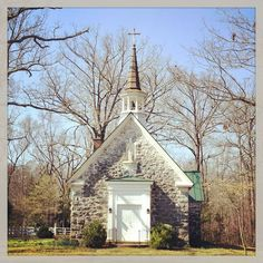 Oak Ridge Estate Chapel in Virginia Cathedral Basilica, Cathedral Church, Old Country Churches, Old Churches, Mosques, Cathedrals, Old Time Religion, Church Pictures, Take Me To Church