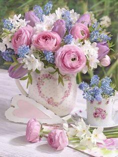 A bouquet of flowers that spesks of love beyond words . Beautiful Flower Arrangements, Fresh Flowers, Pretty Flowers, Spring Flowers, Floral Arrangements, Spring Plants, Floral Vintage, Deco Floral, Beautiful Roses