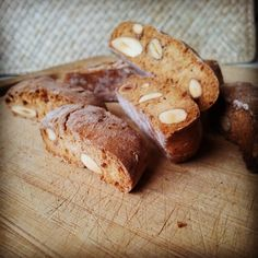 Tuscan cantucci with almonds. #cantucci #vegan #almond #Tuscany