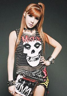 Some of us remember the Misfits, a bit different sound from 2NE1 and Park Bom, but she is still cute in this get up!