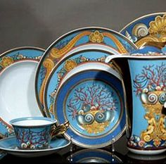 La Mer by Versace is an elegant collection of china that transports you under the sea.