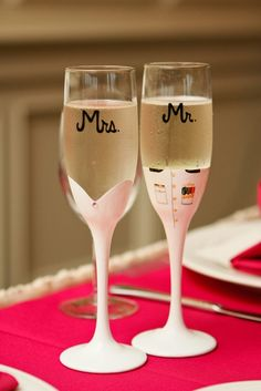 We simply adore this champagne flutes! { Rita Rojas Photography }