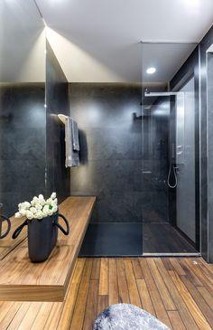 graue einrichtung badezimmer modern holz dusche glaswand #innendesign #design #interior