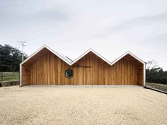 The architect played with the traditional gable roof form common to Australian farmhouses and transformed it into something entirely modern.