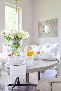 5 tips for an elegant summer breakfast - decor gold designs romantismo, int Elegant Home Decor, Elegant Homes, Interior Styling, Interior Decorating, Food Decorating, Interior Design, Flowers Vase, Table Flowers, White Flowers