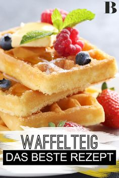 Waffelteig – das beste Rezept Waffle batter – the best recipe. What makes a really good waffle batter? With our recipe you can make the waffles in no time and they will be delicious and fluffy. Quick Egg Recipes, Waffle Recipes, Crockpot Recipes, Cooking Recipes, Dessert Simple, Desserts For A Crowd, Easy Desserts, Paleo Dessert, Healthy Dessert Recipes