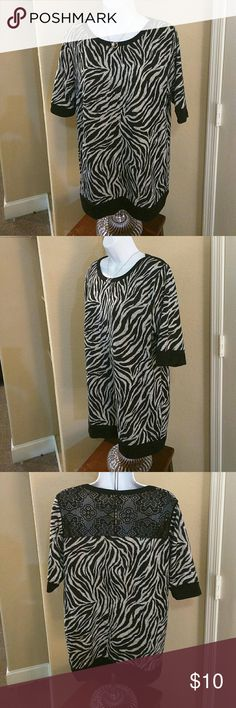 Woman's blouse Bobbie&Brooks Plus 1X black & Gray Woman's blouse Bobbie & Brooks Plus 1X black & Gray. Used in like new condition.   Body: 95% polyester, 5% Spandex. Lace: 100% polyesters  Accessories not included. But you can bundle it and save more! Bobbie & Brooks Tops Blouses