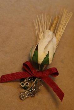 Western Wedding Ideas | Western wedding: Wheat boutonniere with charms | Wedding Ideas