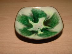 VINTAGE SMALL ENAMEL ON COPPER PIN TRINKET DISH