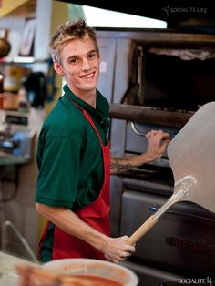 Aaron Carter, a new investor in Slice Pizzeria in Ft Laurderdale, dropped by the shop on 01/09/ 2
