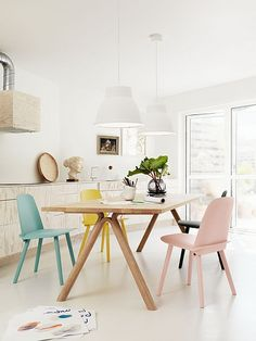 Muuto Scandinavian Design Dining Area Based Manufacturer Muuto Has Shown Us How To Decorate A Simple Dining Scandinavian Dining Room Design With Beautiful Furniture Dining Room Sets, Dining Room Design, Dining Area, Dining Chairs, Kitchen Dining, Kitchen Chairs, Dining Furniture, Room Chairs, Wooden Chairs