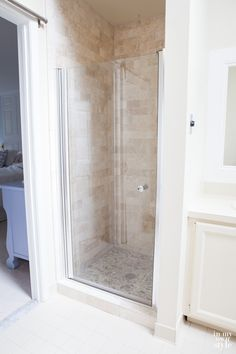 Master Bath Shower Makeover Need some inspiration for a bathroom. Check out this shower makeover that used discounted tiles from Floor & Decor. Now the bathroom looks and feels like a spa. Shower Door, Diy Shower, Shower Ideas, How To Tile A Shower, Clean Shower, Small Shower Remodel, Bath Remodel, Bathroom Renovations, Home Renovation