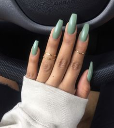 On average, the finger nails grow from 3 to millimeters per month. If it is difficult to change their growth rate, however, it is possible to cheat on their appearance and length through false nails. Cute Acrylic Nails, Cute Nails, Pretty Nails, Acrylic Nails Green, Glitter Nails, Hair And Nails, My Nails, Fall Nails, Nagel Gel