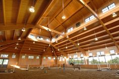 Awesome high-ceiling barn Dream Barn, Dream Stables, Horse Stables, Horse Farms, Farm Barn, Indoor Arena, Horse Arena, Barn Plans, Horse Ranch