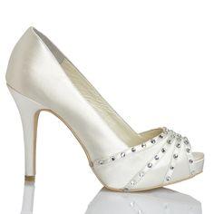 Zapato de novia en satín con pedrería de Menbur (ref. 6094) Satin bridal shoes by Menbur (ref. 6094)