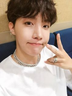 BTS's J - hope (Hoseok) thanking ARMYs for the award they got on SBS Inkigayo.