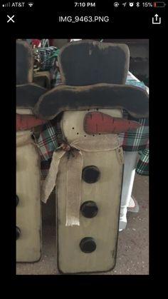 New Winter Wood Crafts Diy Wooden Snowmen Ideas Primitive Christmas Crafts, Primitive Wood Crafts, Wooden Crafts, Rustic Christmas, Christmas Projects, Holiday Crafts, Christmas Ideas, Christmas Decorations, Christmas Porch