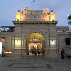 Shopping de Punta Carretas, Montevideo, entrada al shopping, que pertenece a la entrada de lo que antiguamente fue la Cárcel de Punta Carretas, que se mantuvo,intacta