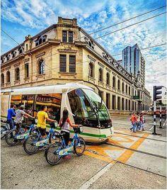 Destinos\. Ayacucho Medellín Colombia. . Hermosa vista urbana. . . . #Medellin #Colombia. #RevistaMiradas #MiradasMagazine #Miradas #Turismo #Marketing #Mkt #Tecnologia #Actualidad #Tendencias #SocialMedia #Arte #Destinos #Mochima #LosRoques #Canaima #Anzoategui #Lecheria #Post #Vzla #Venezuela In 2019, Public Transport, American, South America, Aesthetic Wallpapers, Cali, Travel Inspiration, Transportation, Beautiful Places