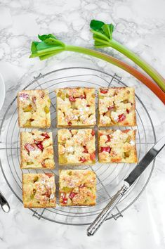 Rhabarber-Streuselkuchen #HealthyFood Healthy Recipes, Healthy Food, Risotto, Bread, Happy Healthy, Ethnic Recipes, Cake Batter, Popular Recipes, Play Dough