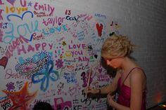 Taylors 18th Birthday Party - 009 - I Heart Taylor Swift - Doodle Wall