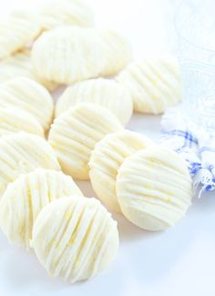 Simple, tender gluten free lemon meltaway cookies that literally melt in your mouth. The cookies are a delight, and the preparation couldn't be simpler. Everyone wins! Gluten Free Deserts, Gluten Free Sweets, Gluten Free Cakes, Foods With Gluten, Gluten Free Cooking, Gf Recipes, Gluten Free Recipes, Dessert Recipes, Pasta Sin Gluten