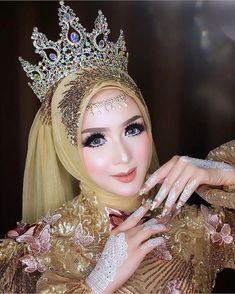 128 gorgeous brides wearing hijabs on their wedding days – page 1 Kebaya Wedding, Muslimah Wedding Dress, Muslim Wedding Dresses, Hijab Bride, Muslim Brides, Wedding Hijab, Wedding Poses, Foto Wedding, Wedding Day