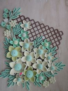 Love this ~ a floral spray on a lattice background!