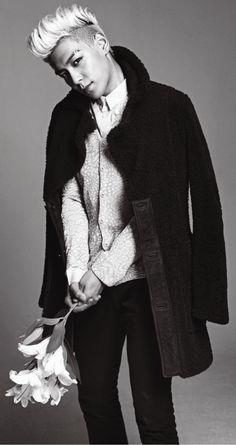 Choi Seung Hyun (최승현) aka T.O.P (탑) of Big Bang. He looks like he wants to hit someone with the flowers. Daesung, T.o.p Bigbang, Korean Boy Bands, South Korean Boy Band, Korean Guys, K Pop, Got7, Sung Hyun, Big Bang Kpop