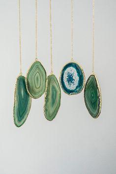 25% SALE --- XLarge Slice Agate Necklace, Boho Necklace, Tribal Neckalce, Layering Necklace, Gold Necklace, Gemstone Necklace,Gift For Her door oliki op Etsy https://www.etsy.com/nl/listing/212535453/25-sale-xlarge-slice-agate-necklace-boho