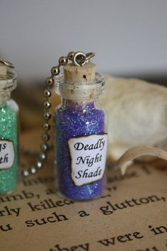 Glass Vial Necklace - Nightmare Before Christmas - Deadly Nightshade from spacepearls on Etsy. Saved to We Can Live Like Jack And Sally If We Want. Bottle Jewelry, Bottle Charms, Glass Jewelry, Halloween Potion Bottles, Halloween Witches, Halloween 2016, Slytherin, Nightmare Before Christmas Wedding, Wine Bottle Centerpieces