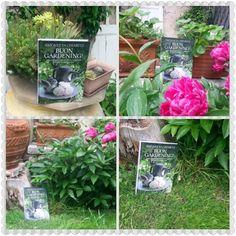 Buon Gardening! nel giardino della mamma di Nicoletta. Guarda come sta bene il tuo libro nel giardino dei miei ! Oggi è il compleanno di mia mamma ed è stata felicissima di questo splendido regalo!