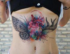 Tatuagem feita por Paulo Victor Skaz de Recife. Coração colorido no abdomen.