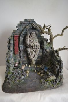 Ancient shrine ruin Scenery/Terrain by hk1x1.deviantart.com on @DeviantArt Warhammer 40k, Diorama, Lego Models, War Machine, Dungeons And Dragons, Scenery, Miniatures, Fantasy, Special Effects