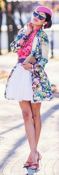Deze look is misschien over the top, maar ik wil de aandacht vestigen op het hoedje. Zalig retro en toch zo trendy! Wees gerust creatief met accessoires, onder andere haarstukjes en hoeden. Moet je naar een feest? Draag eens een jurk uit je kleerkast en investeer in een hoedje en zalige accessoires.