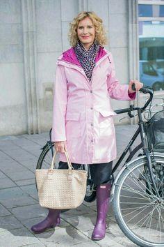 Raincoats For Women The North Face Rain Fashion, Rainy Day Fashion, Baby Raincoat, Rubber Raincoats, Wellies Boots, Raincoats For Women, Rain Wear, Womens Fashion, Fashion Trends